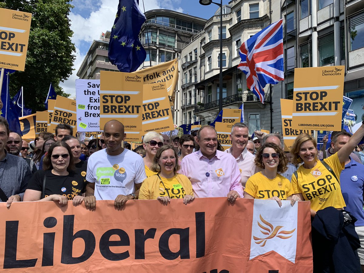 Amazing atmosphere on #MarchforChange with @LibDems! 🤩 We are making our voice heard loud and clear: the British people do not want #Brexit. We want to thrive, travel, live, and love freely in our #EuropeanUnion. We can win this fight. We can #stopBrexit together! 🇬🇧💛🇪🇺