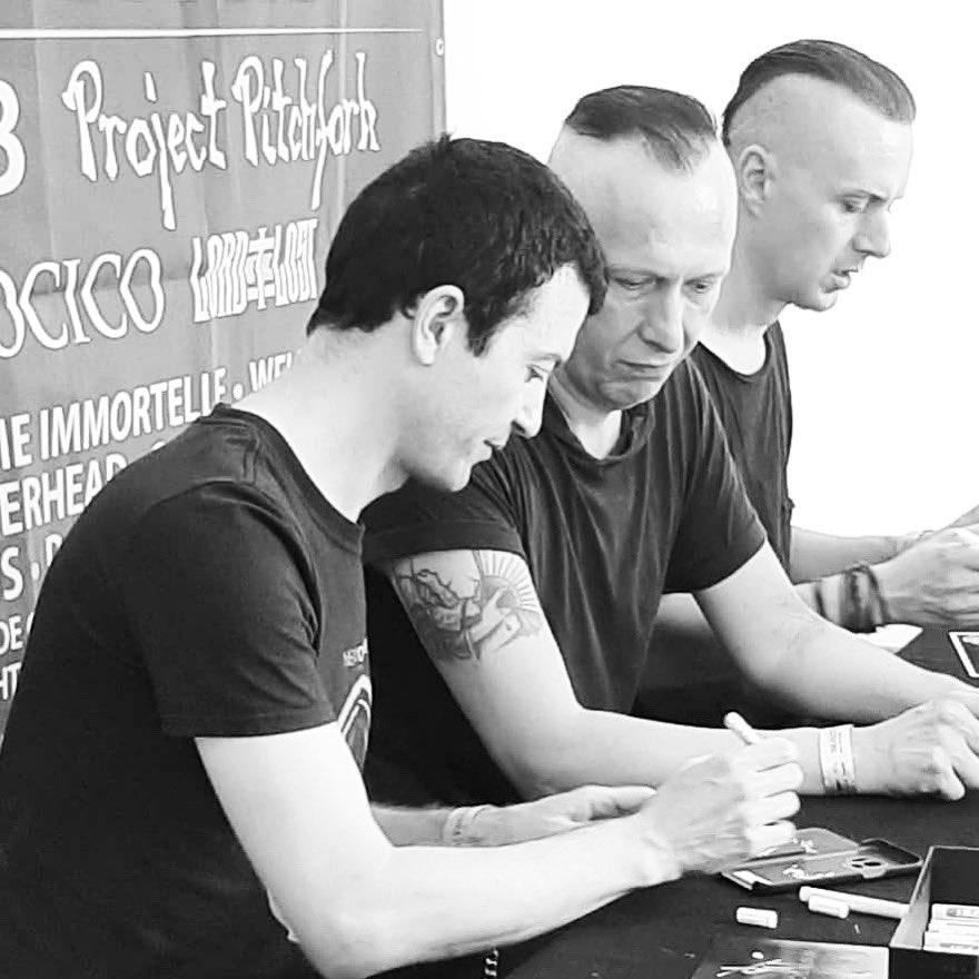 Autogrammstunde Amphi 2019 (c) Dominique Schmitt #solarfakeofficial #shadowplay_ev #shadoowplay #amphifestival #amphifestival2019pic.twitter.com/HJAn628tZ7