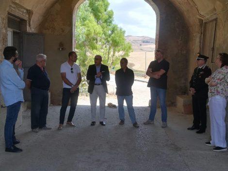 """Beni confiscati, visita del Vice Presidente Armao al feudo Verbumcaudo: """"Patrimonio dei siciliani onesti"""" - https://t.co/wSFU91OwXr #blogsicilianotizie"""