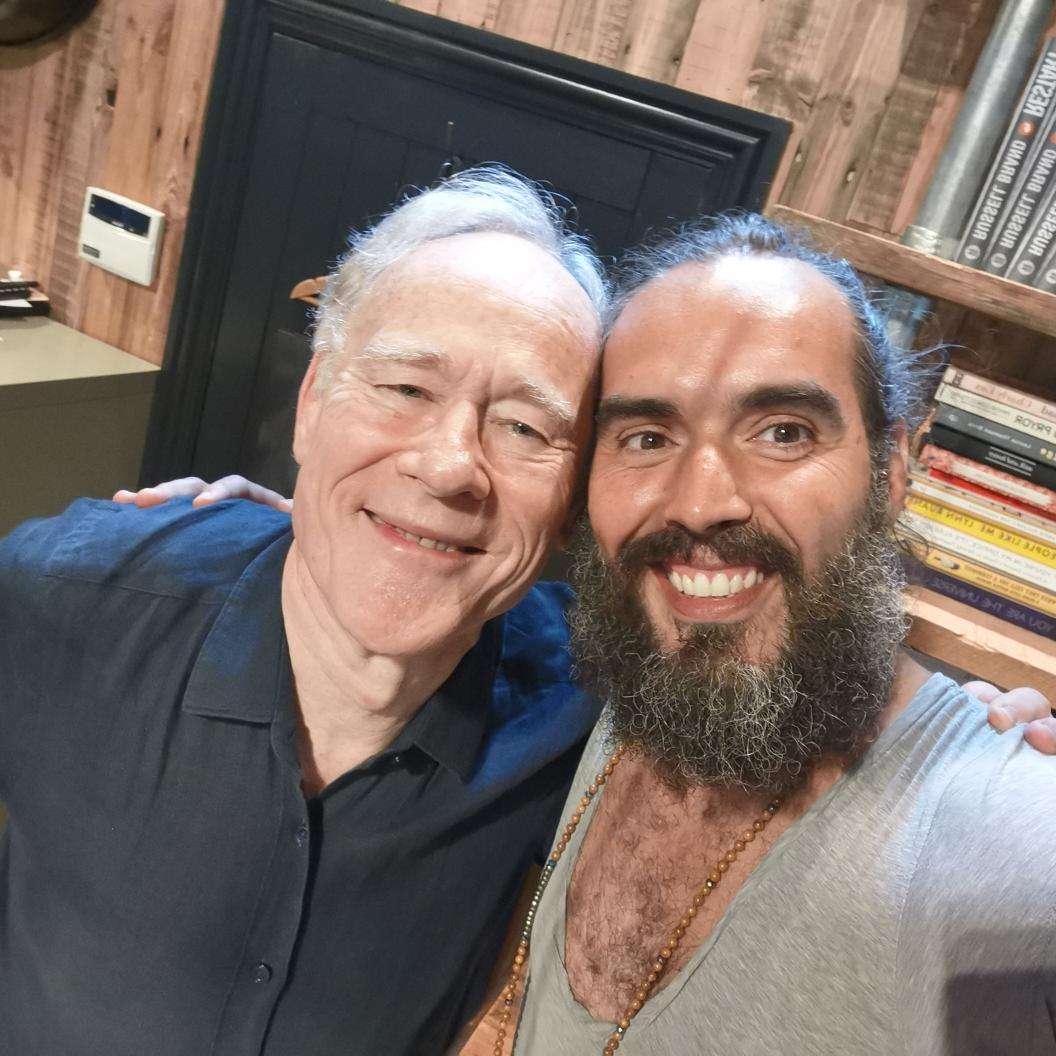 You gotta listen to @Graham__Hancock on #UnderTheSkin talking about ancient civilisation and fake historical narratives. Truth telling in an entertaining style from a passionate teacher. Listen on @hearluminary /  http:// Luminary.link/russell     <br>http://pic.twitter.com/1N3kOI2oI5