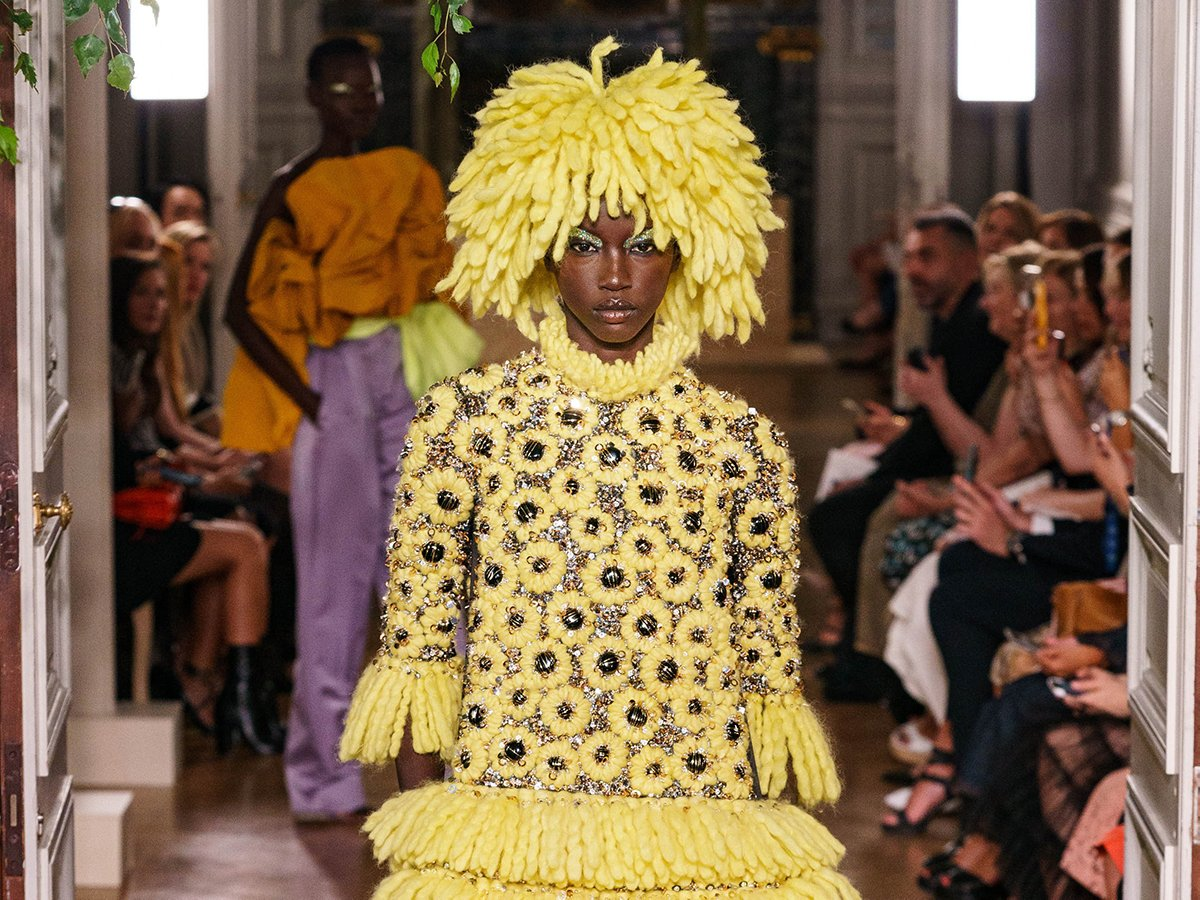 We've rounded up eight trends we saw and loved at the Fall Couture 2019 runway shows, including mini-dresses, loud prints, and statement accessories! https://untitled-magazine.com/haute-couture-fall-2019-trend-highlights/…  #HauteCouture #Couture2019 #TheUntitledMagpic.twitter.com/Nu9fsmWLW7