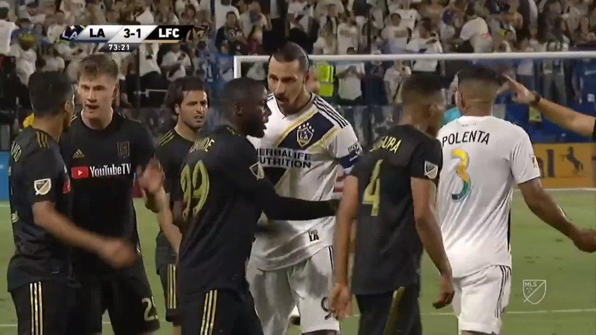 Cuando a alguno se le olvida que a Zlatan Ibrahimovic no se le toca... ya se encarga él de recordarlo 😂