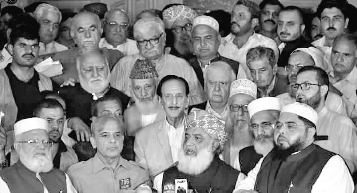 """PTI will secure 25-40% seats. Opposition & independents will beat each other for the rest & then cry about """"historical rigging by establishment & PTI"""" at a joint press conference like in GE18 when after loosing to JUIF, Achakzai stood behind Fazl at that presser. #FATAElection<br>http://pic.twitter.com/FwsiMWMwLs"""
