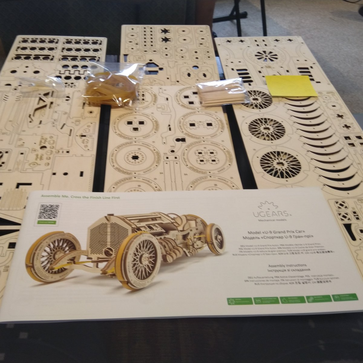 Laser-cut wooden Grand Prix car - with elastic band power