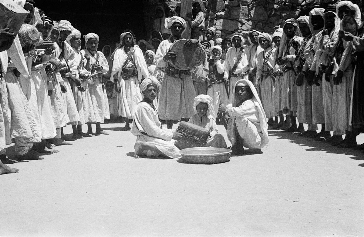 A circumcision ceremony in An Namas, #Asir, #SaudiArabia. This was taken in 1946.   Pitt Rivers Museum, University of Oxford. <br>http://pic.twitter.com/yZxGwu8QFr
