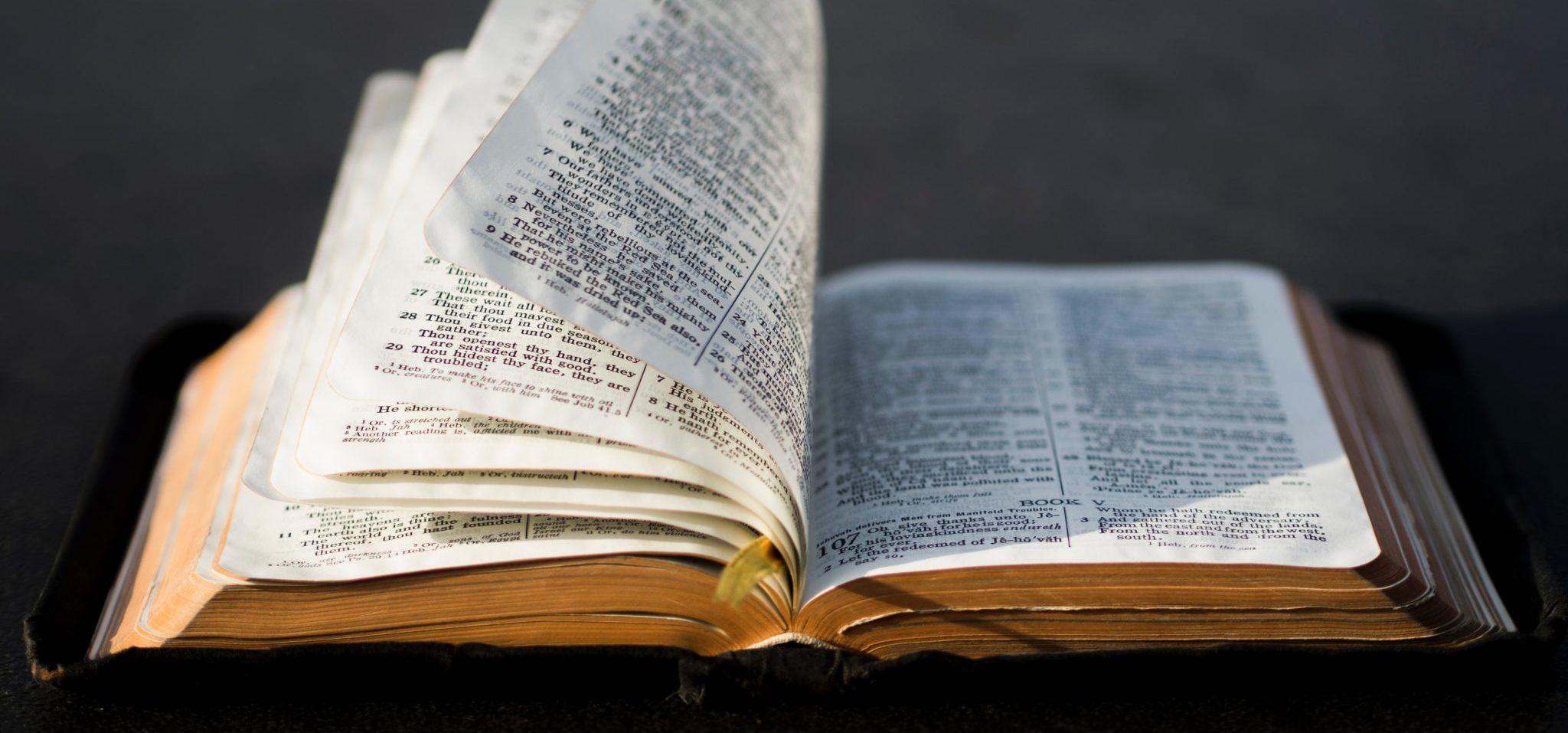 Христианские картинки с библией, анимационную открытку юбилеем