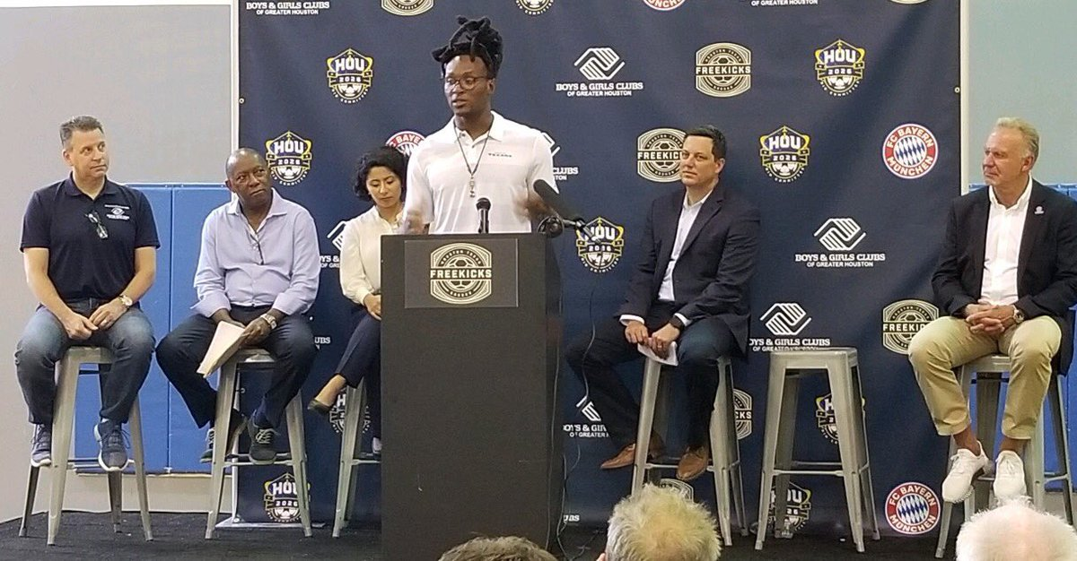 """.@DeAndreHopkins taking part in the Houston 2026 World Cup Bid Committee launch of """"Freekicks Soccer"""" program inspired by the #Texans star's aim to provide more Houston-area kids with the opportunity to play soccer.DeAndre says his favorite players are @KealiaOhai & Lionel Messi https://t.co/eIGowM524a"""