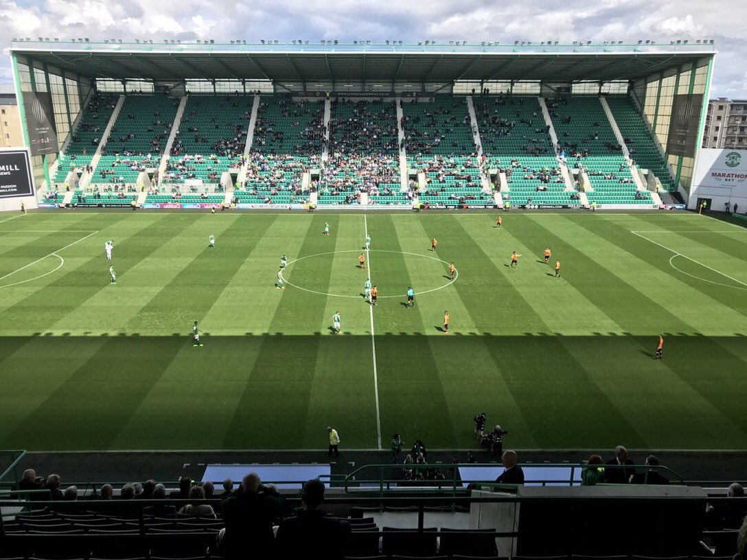 Less than 5,500 packed into Easter Road today , for a  Saturday 3pm KO  <br>http://pic.twitter.com/8vSZArjOkv