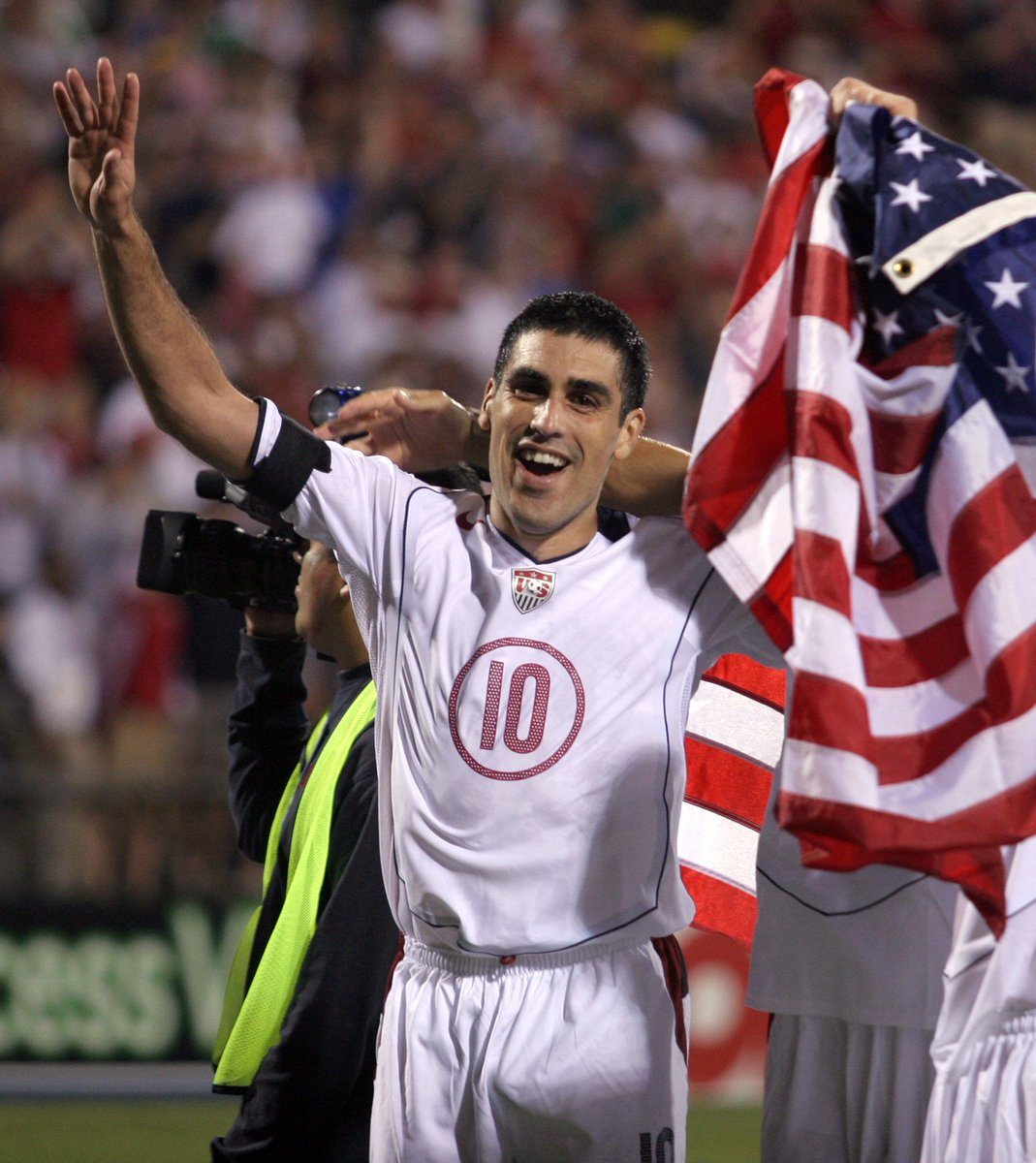 112 🇺🇸caps. 4 @FIFAWorldCup's and wore the armband at 2 of them. Happy Birthday, Claudio Reyna!
