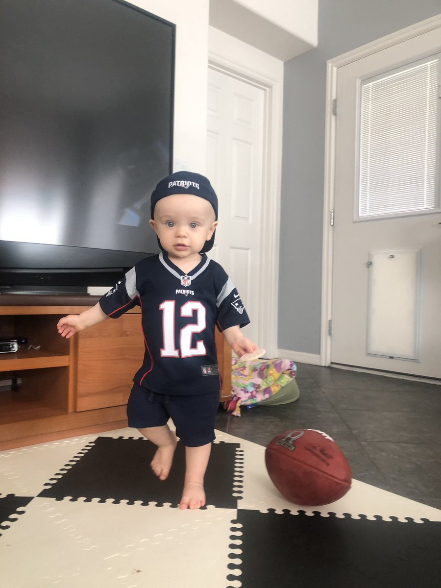 Brady is patiently waiting for the football season to start. @Patriots @TomBrady <br>http://pic.twitter.com/b45EcL4BLA