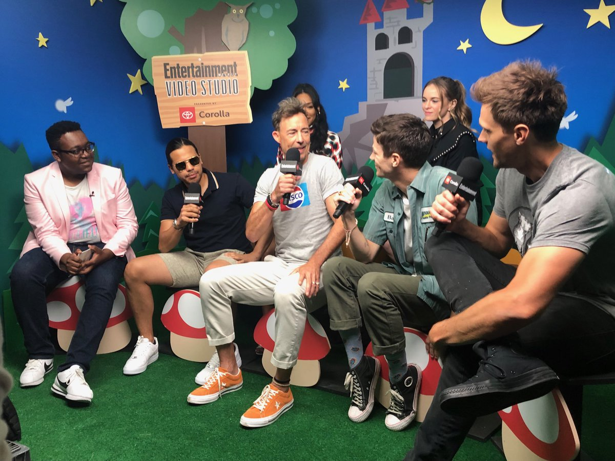 Pretty sure every time we have #theflash cast at #ewcomiccon they start by singing and it's always a delight #sdcc2019<br>http://pic.twitter.com/gTSVoCyCCh