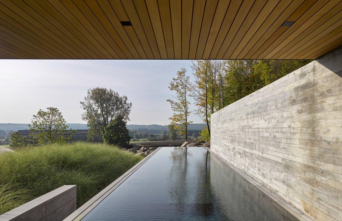 Mies van der Rohes Barcelona Pavilion informs minimal Quebec pool house: at.dezeen.com/2H0aBrP