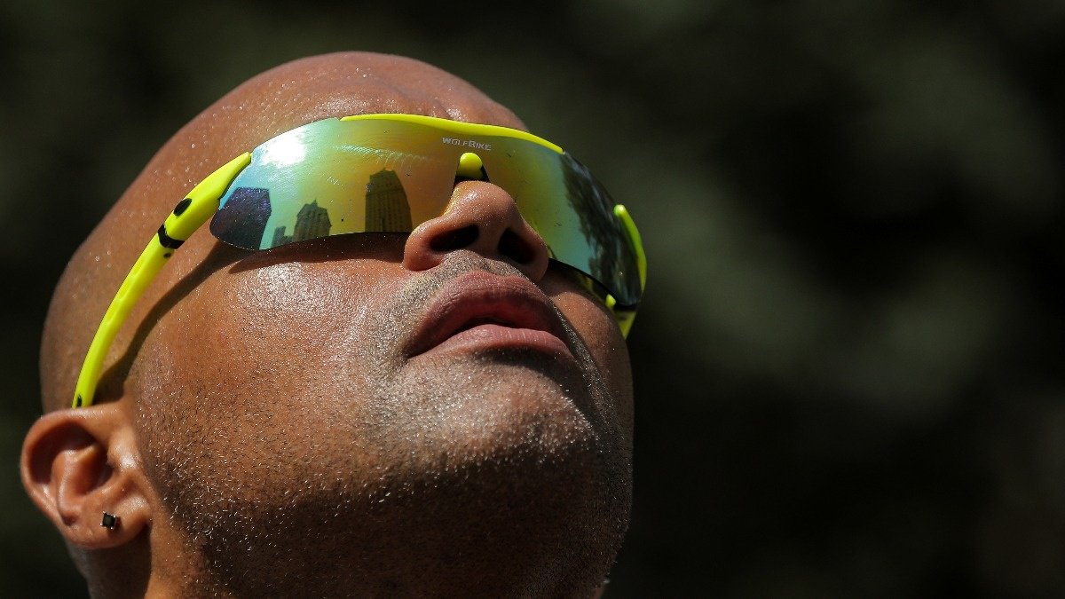 Heat wave scorches eastern, central U.S. https://reut.rs/2Y6W1Ug