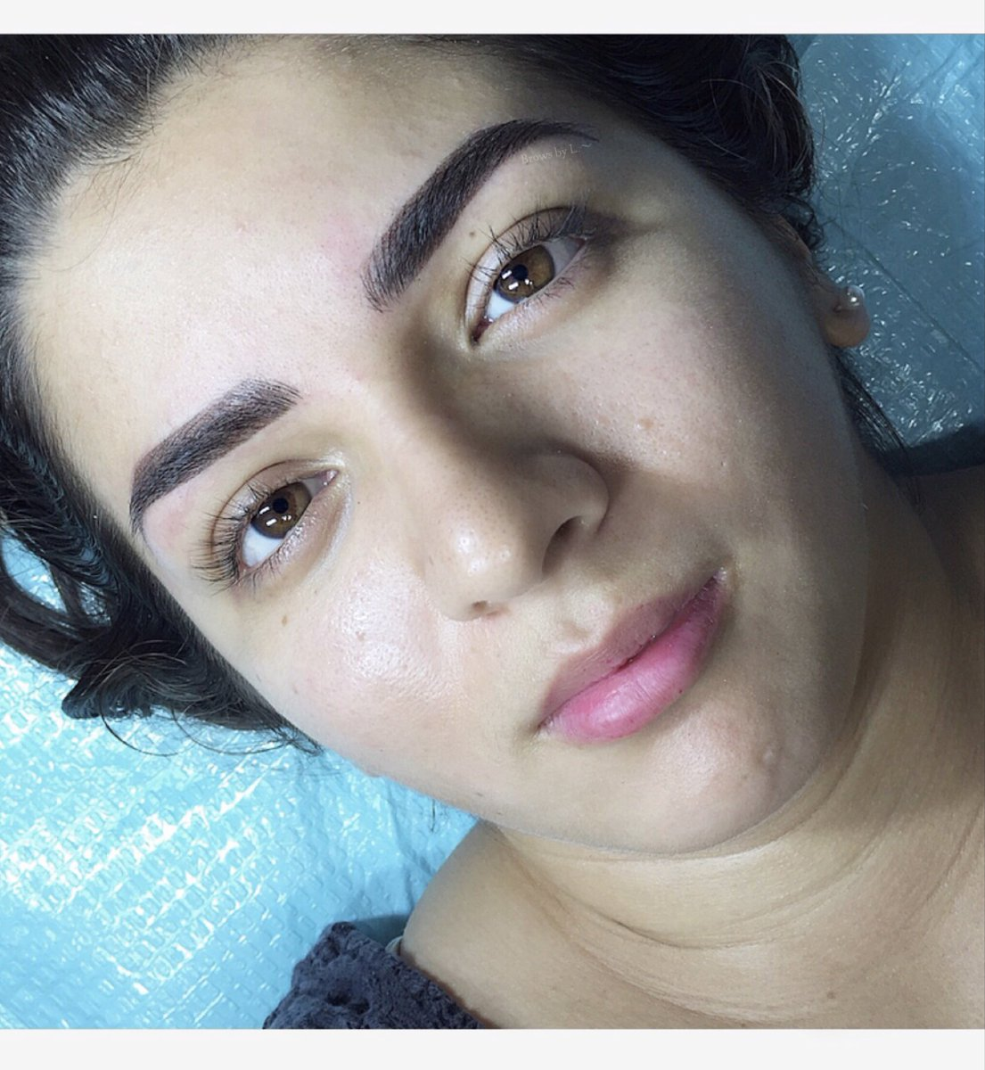 Before and after combo brows done with machine shading and microblading. #browsbyL #brows #powderbrows #beforeandafter #tattoo #tattooart #inked #beauty #beautyideas #makeuplooks #makeup #bakersfieldca<br>http://pic.twitter.com/nUTM4i2zaL
