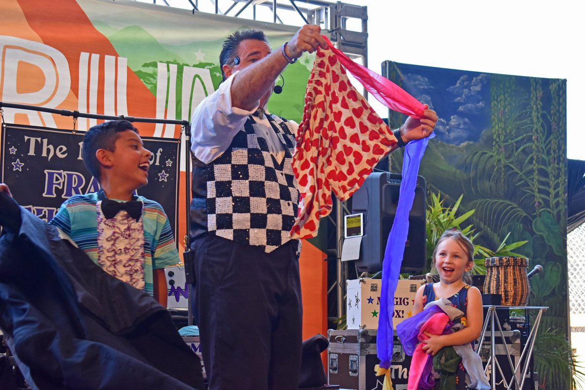 Looking for magic and illusion at the Fair? Be sure to watch The Magic of Frank Thurston on the Explorium Stage and The Russell Bros Family Fun Circus near Green Gate in Family Fairway! #OCFairFun  #AcresofFun