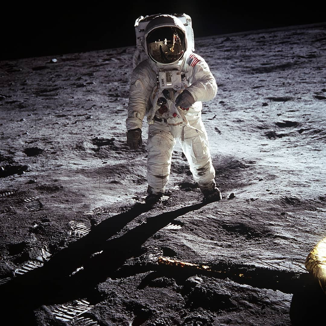 """""""That's one small step for a man, one giant leap for mankind"""" - Armstrong.  #OnThisDay in 1969 Neil Armstrong and Buzz Aldrin,became the first men to set foot on the Moon.  Read more about humankind's giant leap in the @UNESCOCourier 🚀https://on.unesco.org/2Iq1W2t 🌝"""