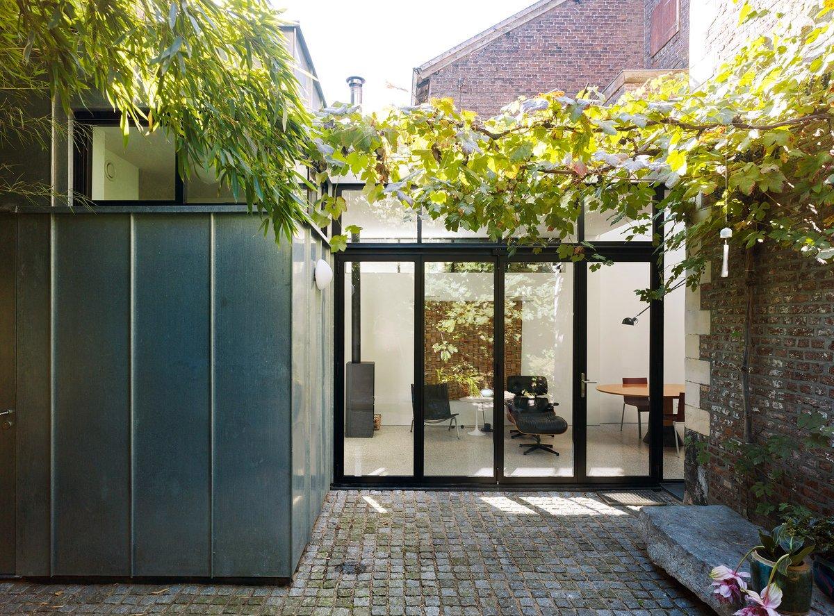 Artesk van Royen Architecten designs extension for 17th-century Dutch house: at.dezeen.com/2SoDtOe