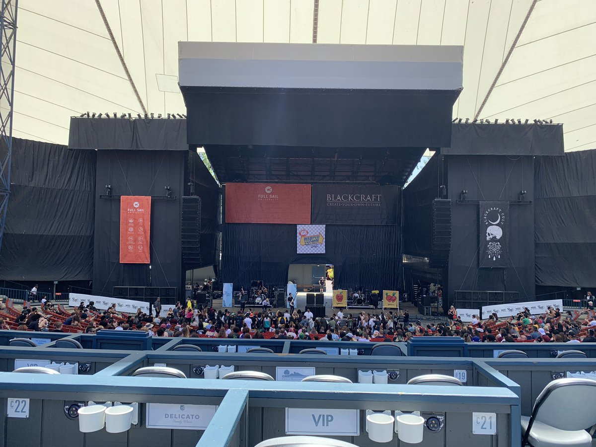 Bring your earplugs because this place is deafening!!! Also, the Full Sail Stage is a lot larger than expected.  #ONEOKROCK #OOR #ワンオク<br>http://pic.twitter.com/y7dh2GLkmf