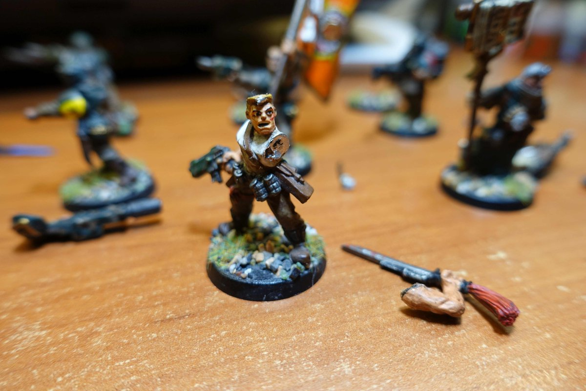 Bird attack and smash my guard army - I never smash any of my models, specialy the metal ones (like the old model for Sly Marbo in the picture). Is there any special procedure when you re-gluing (not sure if it is real word) metal models?  #warmongers #iblameChaos #wh40k