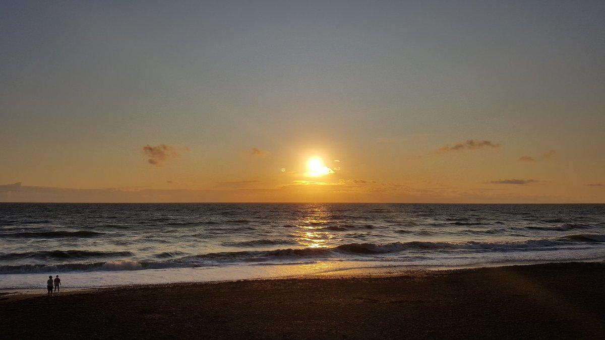 Saturday Sunset  #surf #waves #sea #seaside #beach #sunshine #sunset #clouds #perfection #shadesofgold #coast #coastline #widemouthbay #cornwall #kernow #visitcornwall #explorecornwall #bbcspotlight #westcountry #s6 #nofilter #photography