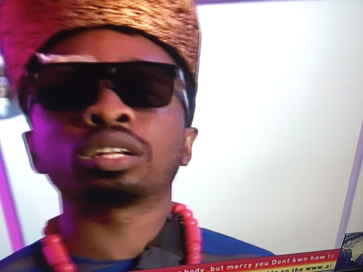 That look from Ike when Tuoyo handle Mercy #BBNaija<br>http://pic.twitter.com/KQMuiV8XWw