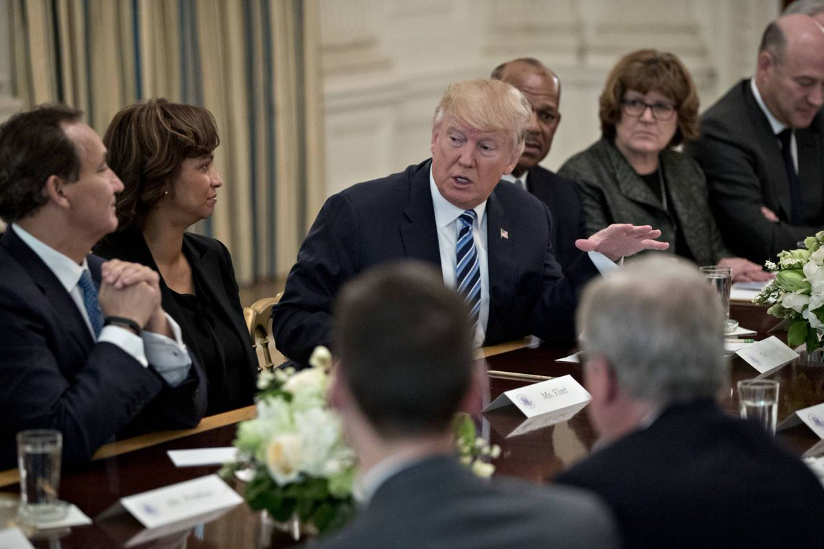 President Trump Doesn't Side with US Airlines During White House Meeting  http:// dlvr.it/R8nPvV     #News #AirlineRoutes<br>http://pic.twitter.com/YQiqsXy2Vz