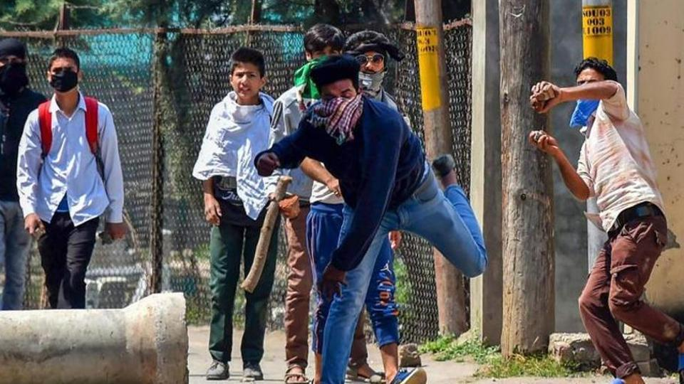 Fewer stone-pelting cases in Kashmir under central rule  (report by Shishir Gupta)   https://www.hindustantimes.com/india-news/fewer-stone-pelting-cases-in-kashmir-under-central-rule/story-o3sYQTJ6opgq9khy4h6zlM.html…