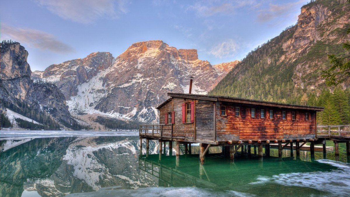 beautiful cabin in a lake Photo shot by Eberhard Grossgasteiger IG:  http:// instagram.com/eberhard_gross gasteiger/  …  #travel <br>http://pic.twitter.com/Uw8nc01tmF
