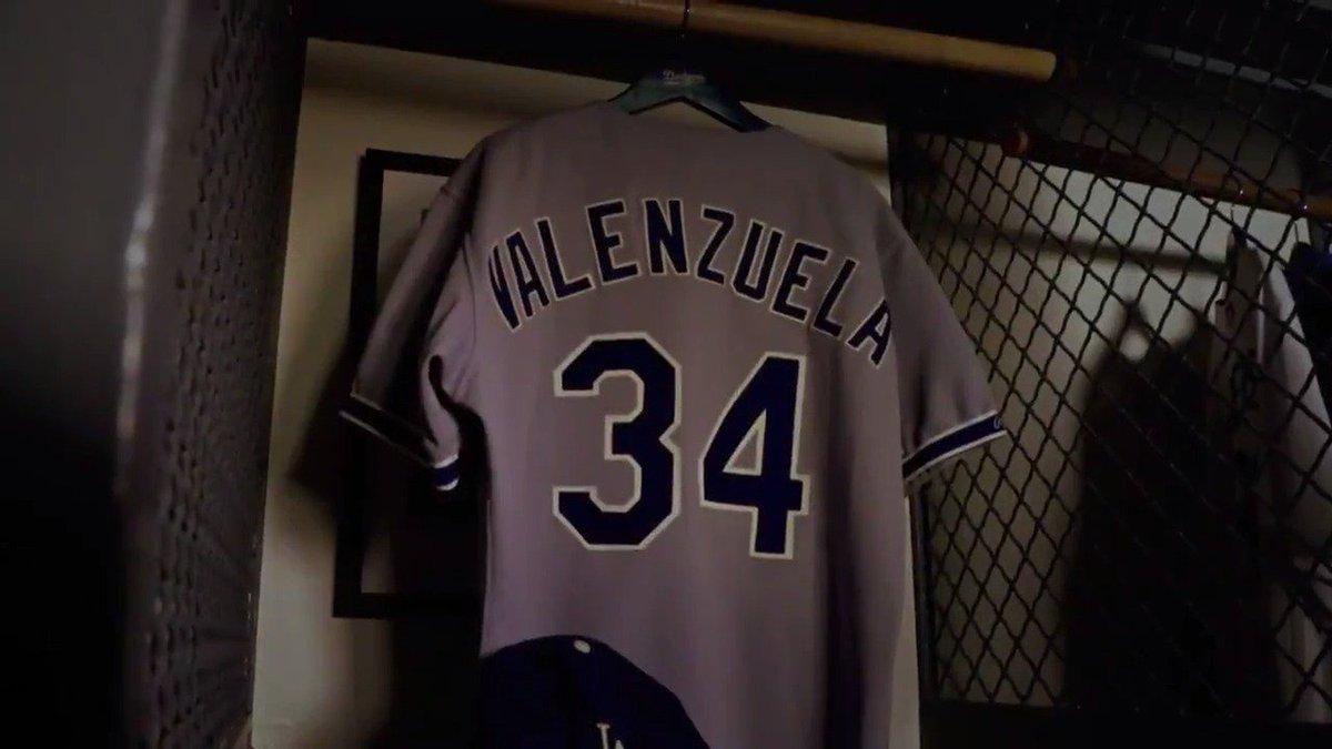 Fernando Valenzuela es incluido como una leyenda de los @LosDodgers Felicidades al Toro!!!