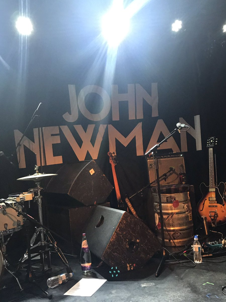 Fucking amazing show  Love you @JohnNewmanMusic !  You're incredible and so sweet! I hope you like the 'alfajor' &amp; Argentina is waiting for you  <br>http://pic.twitter.com/vZTkoXdxT0