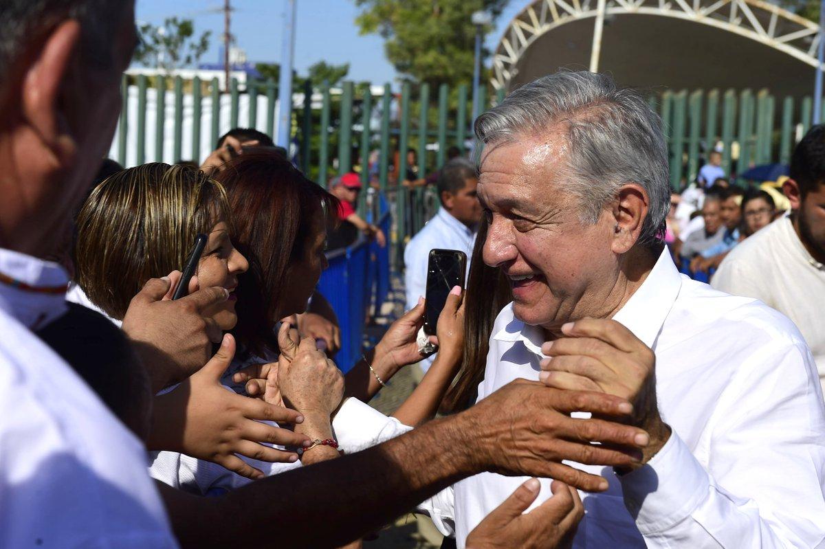 El presidente @lopezobrador_ confió en que la próxima semana estén listos los estudios de impacto ambiental del aeropuerto de Santa Lucía, que representa un proyecto estratégico para su administración.➡️http://ow.ly/WyDJ50v6Ib0📷 Presidencia• #Notimex