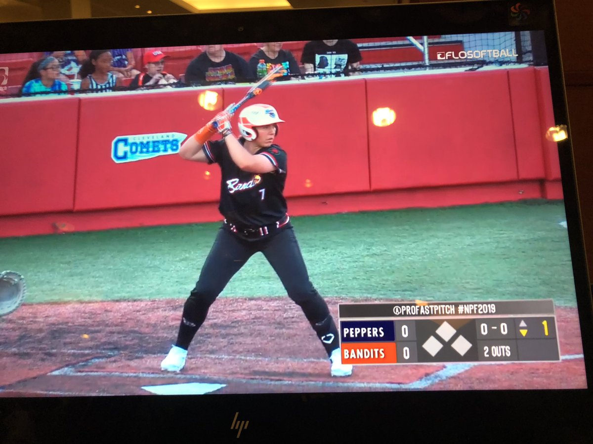 2 hour flight delay means I get to watch @profastpitch tonight. Turned it on in time to see @chiddy3 take it deep! #goblue<br>http://pic.twitter.com/Yqvz6OLQxB