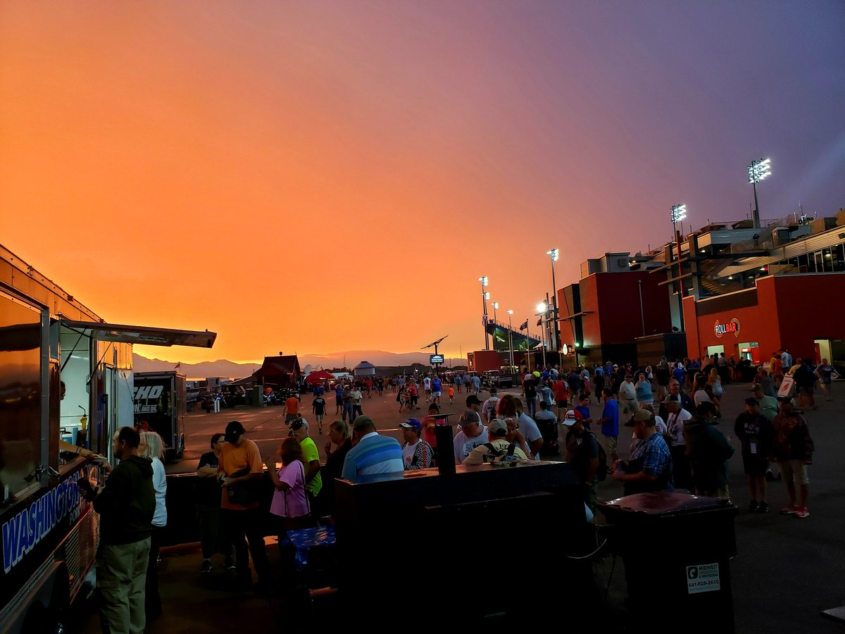 After a 2 hour rain delay @iowaspeedway. The skys have cleared for us, the race is back on and we are back serving #Pork. They are lining up again for good food!<br>http://pic.twitter.com/FqDRIVoYK2