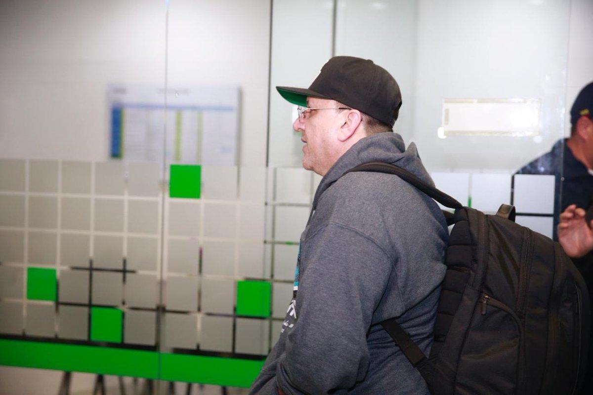 #ATENCIÓN #CTI de la #Fiscalía capturó esta noche en el aeropuerto ElDorado de #Bogotá a Carlos Mario Jiménez Naranjo, 'Macaco', máximo comandante del Bloque Central Bolívar de las AUC. Jiménez Naranjo regresó al país deportado de EE. UU. luego de cumplir condena de 8 años.