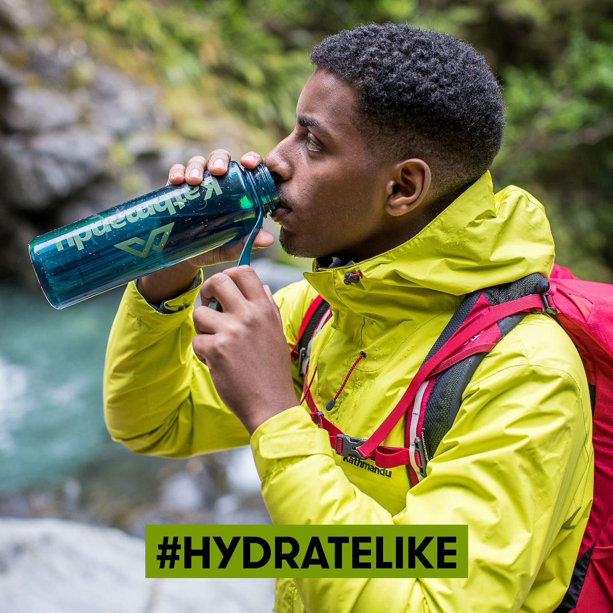 #HydrateLike you're a helpful traveller. Whether you're on holiday, hiking, working out or hanging out - adopt reusable bottles and limit single-use plastics that have a detrimental effect on the environment. Join the movement with our friends @SustainableCoastlines @LonelyWhale