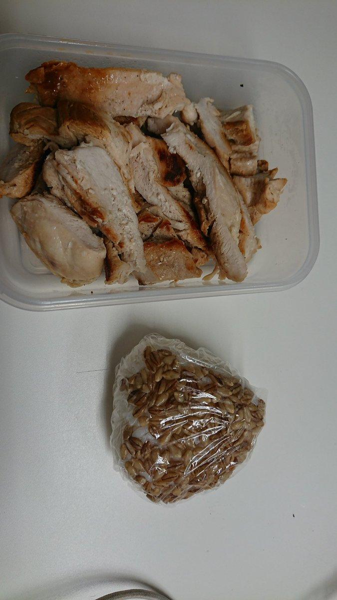 ザ・減量メシ #スーパー大麦 #バーリーマックス 鶏胸肉 #筋トレ #ダイエット #糖質は敵じゃない #今夜は寝かせねぇよ #ゲーム実況者 ↑一応