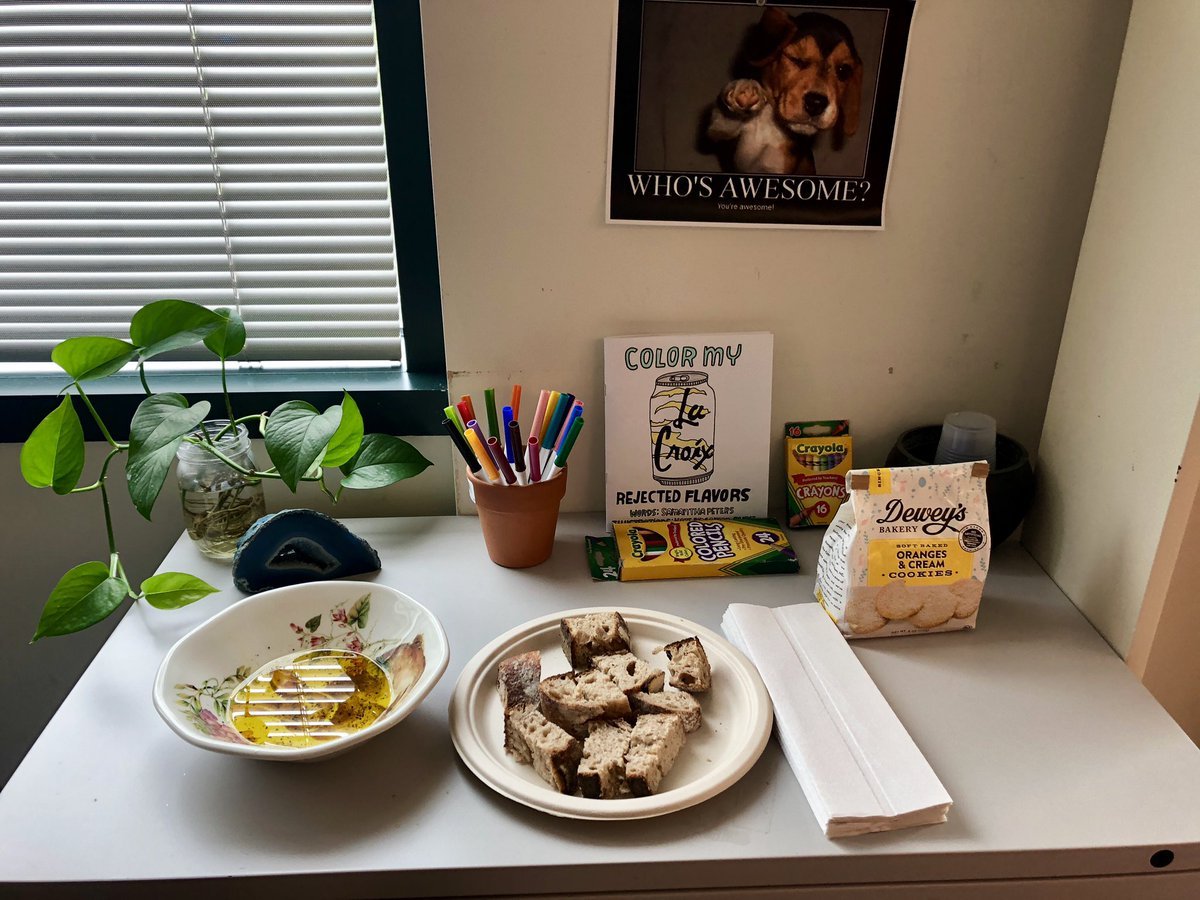 #FinerThingsClub #delicious #RyeSourdough homemade bread from a coworker as a gift for helping him out!! Delicious! (My desk area I have a little snack station) <br>http://pic.twitter.com/n92RAKXP2O