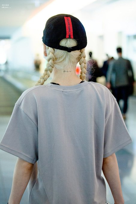 [PHOTO] 190601 Taeyeon - Airport  D_CCc9oUcAA2WfQ?format=jpg&name=small