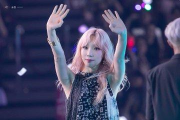 [PHOTO] 190706 Taeyeon - SBS Super Concert  D_CZiseUwAI_XSM?format=jpg&name=360x360
