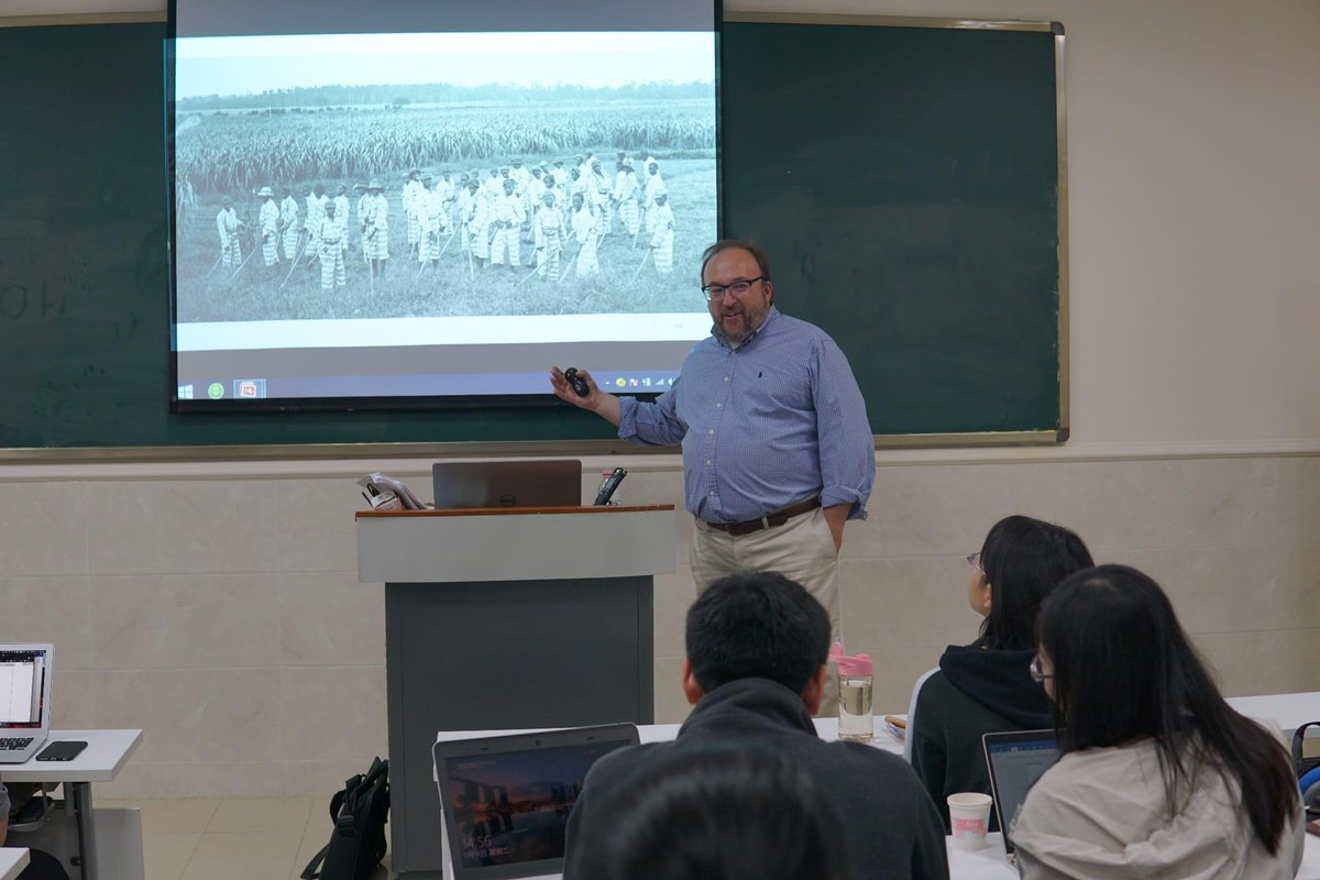 Preparing for a week of teaching U.S. #Southern #history at #China's Southwest University in #Chongqing refreshed @RiceUniversity professor Randal Hall's own appreciation for just how integral the #AmericanSouth has been to shaping the modern world.  https://news.rice.edu/2019/06/11/an-americanist-in-chongqing/…