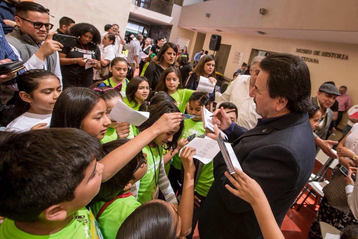 #SEPANTODOS Agradezco a los niños que participaron en la presentación del Himno a Tijuana, en el #IMAC, es nuestra tierra la que nos ha dado todo y a ella rendimos homenaje. https://t.co/9lyPpMpf1W