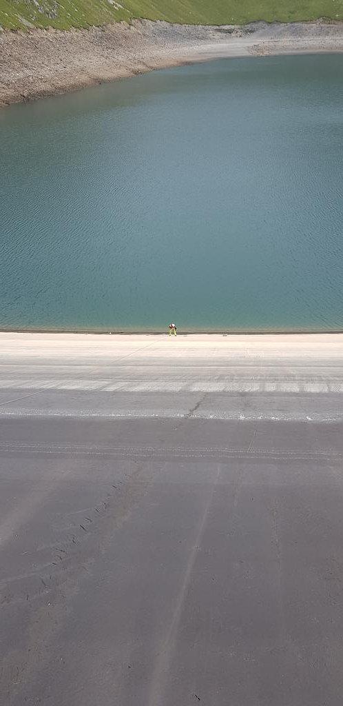 Spot the surveyor! #surveying #hydro #asphalt #Waterproof https://t.co/Z5k5PEB2rq