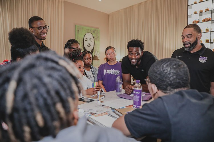 C-Webb stopped by last week to share some words of wisdom with the youth of Sacramento  📸 @Realchriswebber x @BuildBlack10 x @kpgreatersac » http://spr.ly/6015EQUj9