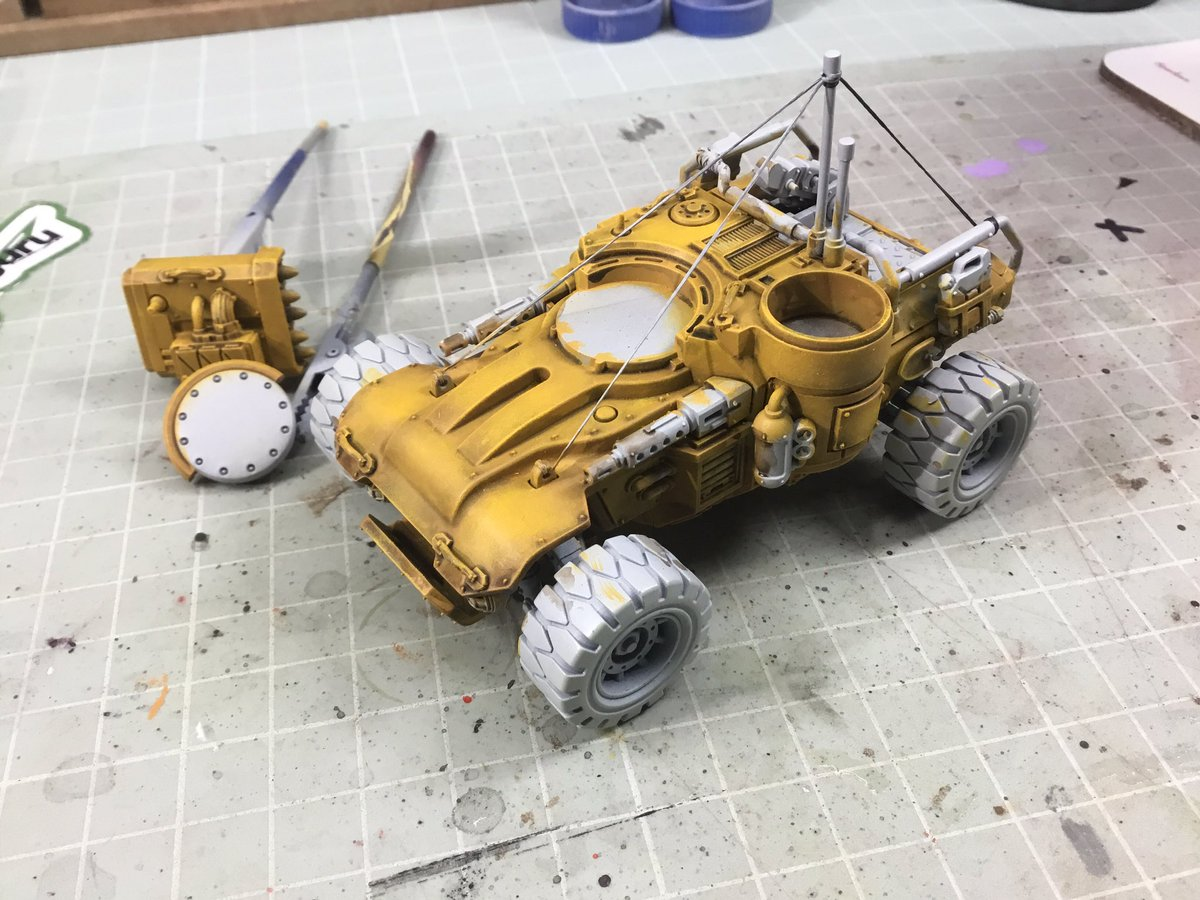 The very initial and basic base yellow colour is down on my Sazabi Borderlands paint job test pig Achilles Ridgerunner/Bandit Techincal. No idea where this painting adventure will take me ^_^ #Warhammer40k #genestealers #Borderlands #Bandit #paintingminis #brushpainting