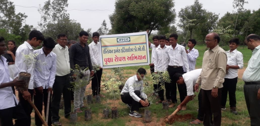 At #IFFCO, we are committed to #nature & mother #Earth. Across the country a massive #Neem plantation drive is going on. In the same series, school children are also participating in a #neem plantation & sapling distribution. Sharing pictures from #Gujarat village. #PlantANeem.