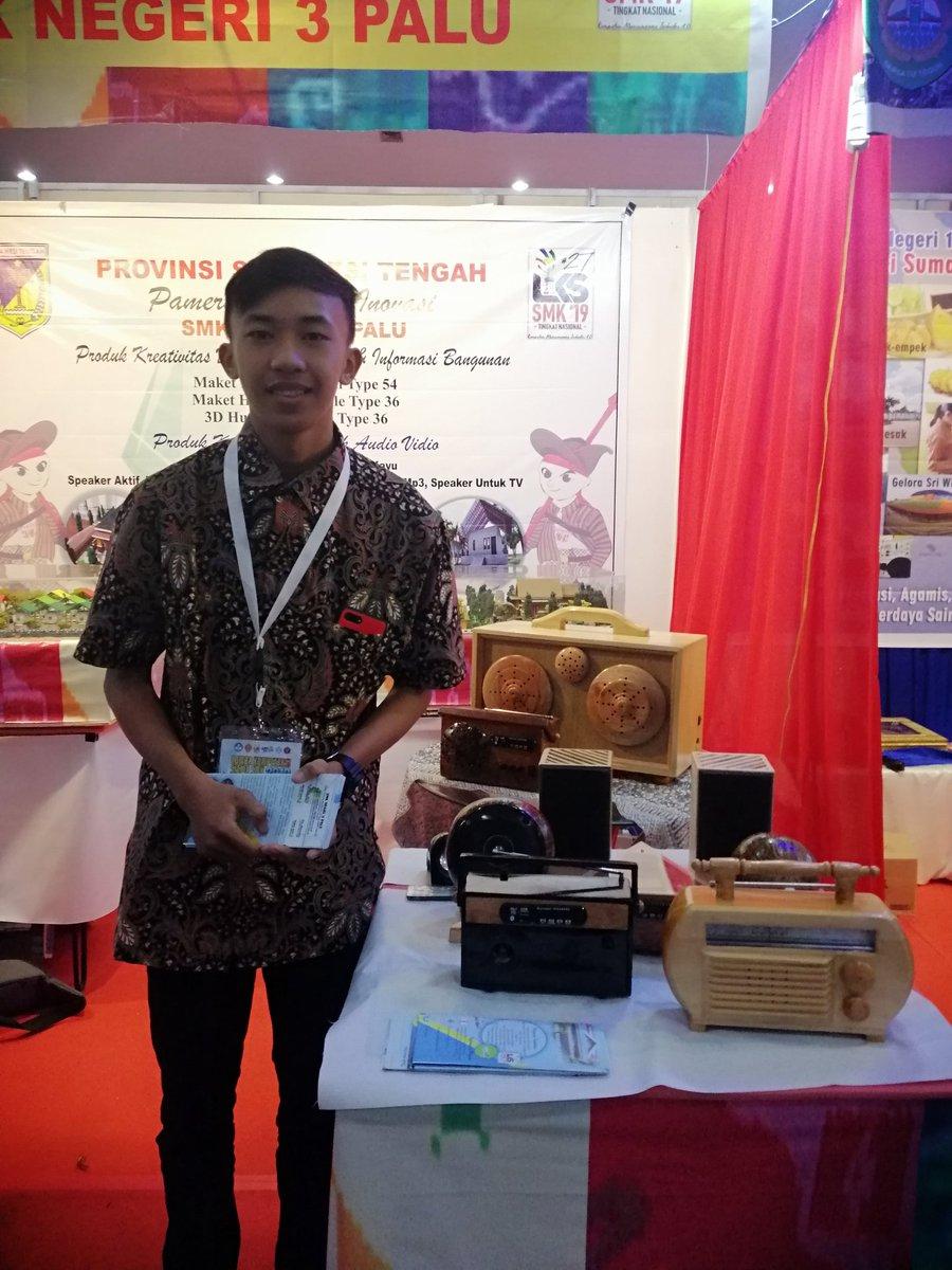 Pameran Produk Kreatif LKS SMK, radio dan speaker kayu @primahapsari