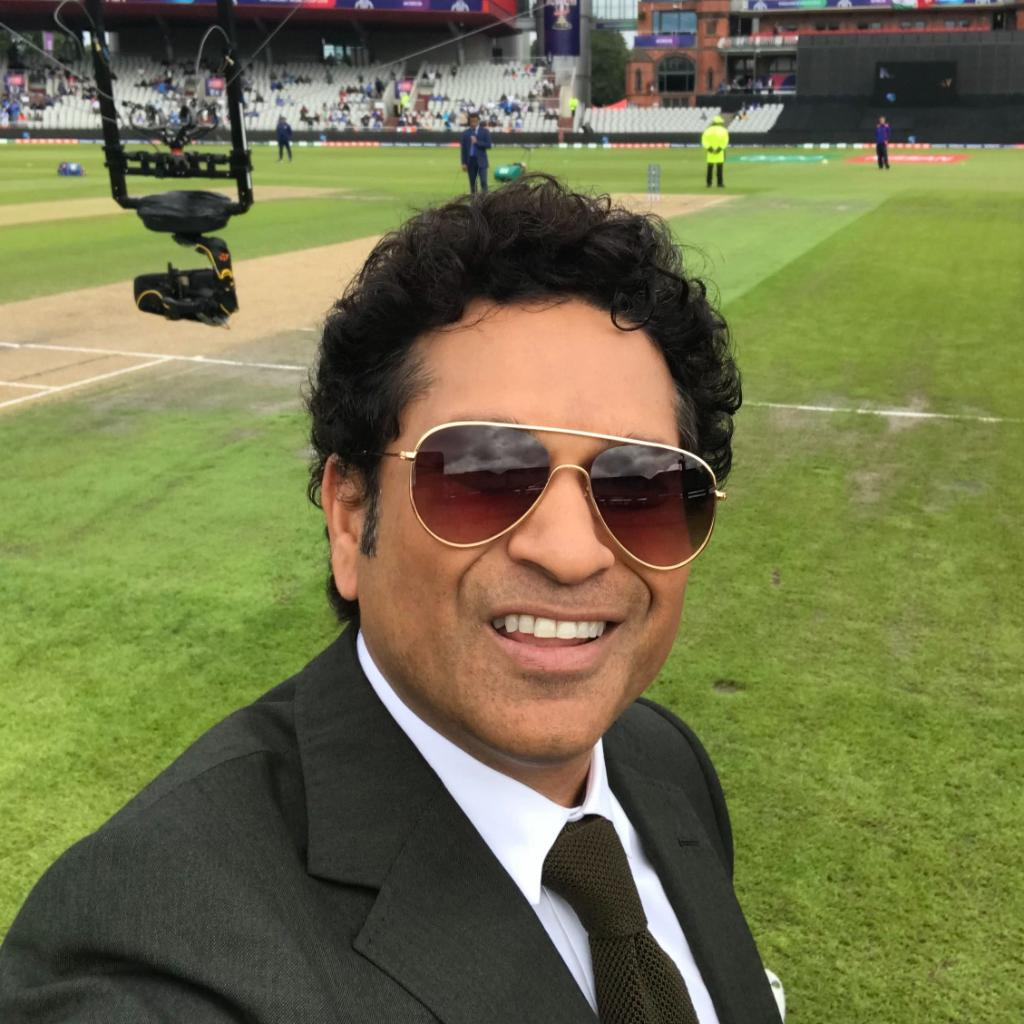 🤳 with @sachin_rt. Less than 10 minutes until play resumes! #CWC19 | #INDvNZ