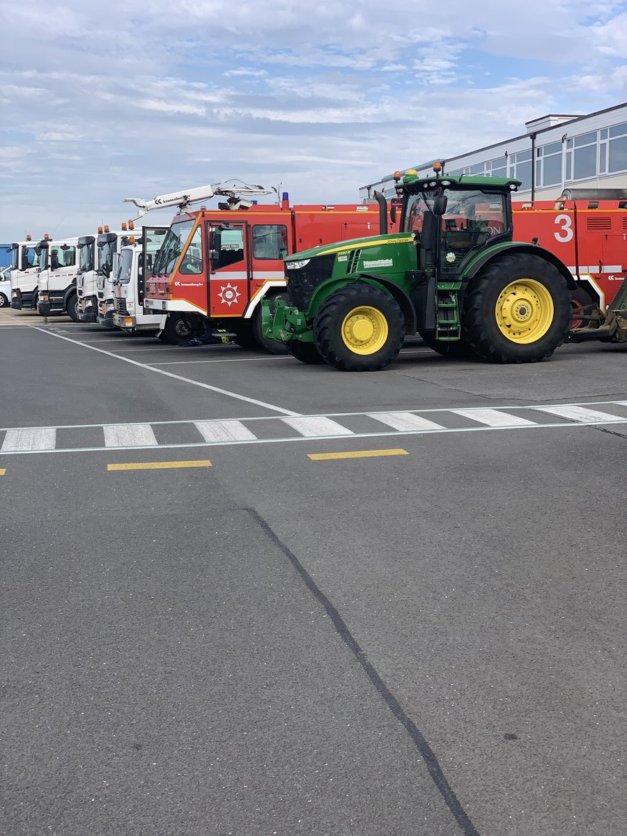 test Twitter Media - Normal morning lineup as you walk up to your tractor in the morning. @LOXOXFEGTK #big #Silverstone #tidyup https://t.co/iBVo0C1YBP