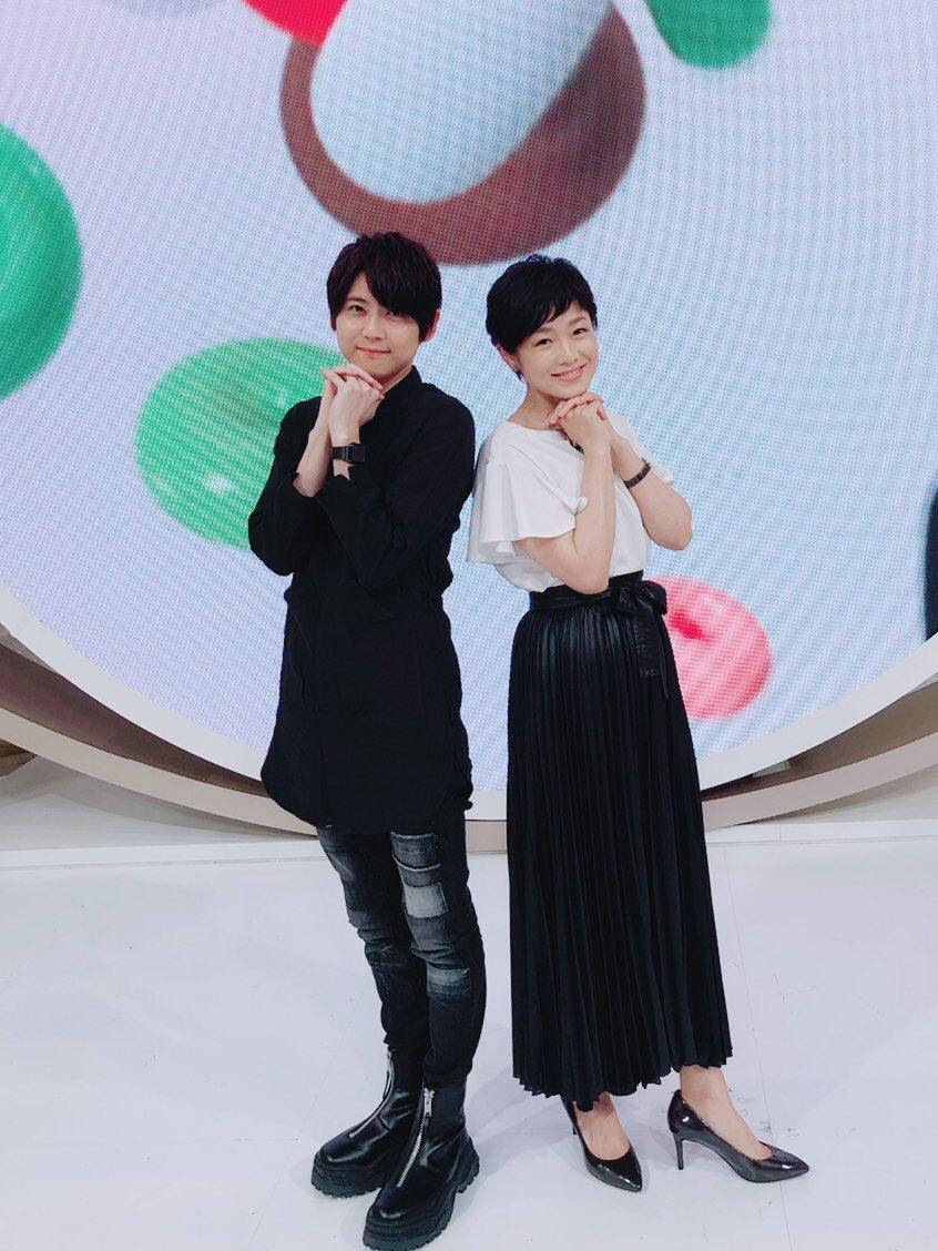 【梶】「news zero」本日もご覧いただき、ありがとうございました!写真は、有働さん提案のアイドルポーズ!!(笑)#newszero