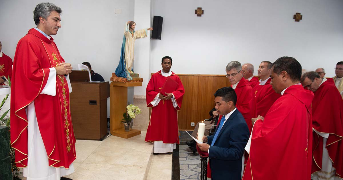 Portugal - Perpetual Profession of Samora Marcel https://t.co/CqtLQxAU3d https://t.co/Xs5syhXbRW